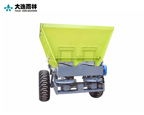 四轮拖拉机带有机肥粪肥撒肥机