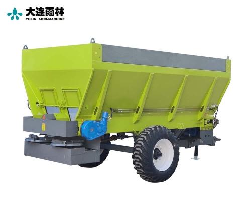 2020新款8立方拖拉机带撒肥料机