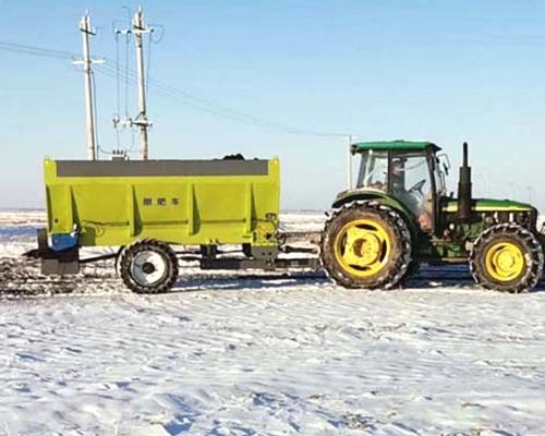 山东农用拖拉机带撒肥机