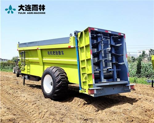 大型拖拉机牵引撒粪机