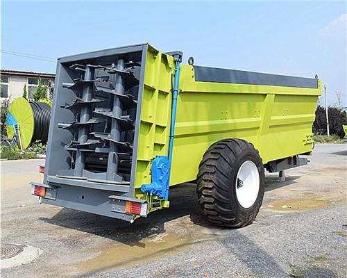大型拖拉机牵引扬粪车